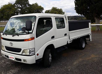 2000 TOYOTA DYNA FLAT-DECK TAIL-LIFT