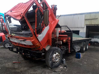 FLAT DECK WITH CRANE ISUZU 1989 - ISUZU